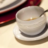 フランス 繭型湯呑 下部から 使用例